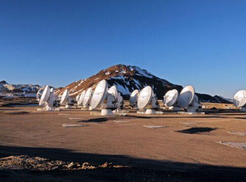 Le antenne che costituiscono il telescopio ALMA.