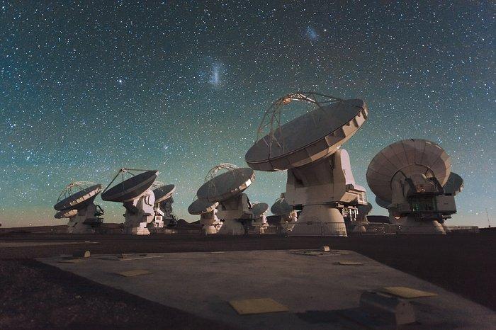 ALMA e le nubi di Magellano. Credits: ESO