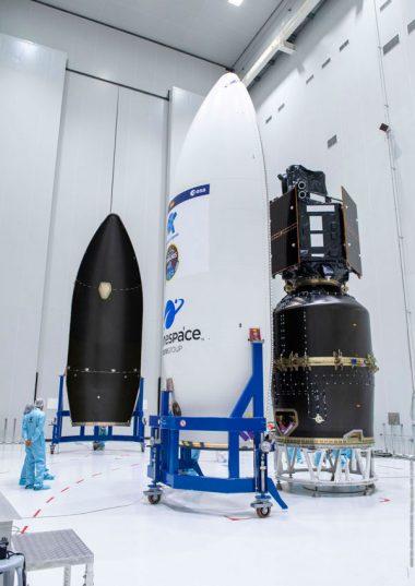 Ultimi preparativi per lo spacecraft in vista della missione VV17. Crediti: Arianespace.