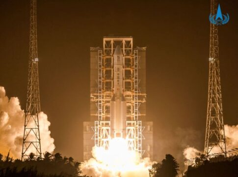 Il vettore Long March 5 cinese in fase di lancio del satellite Chang'e 5. Crediti: China National Space Administration