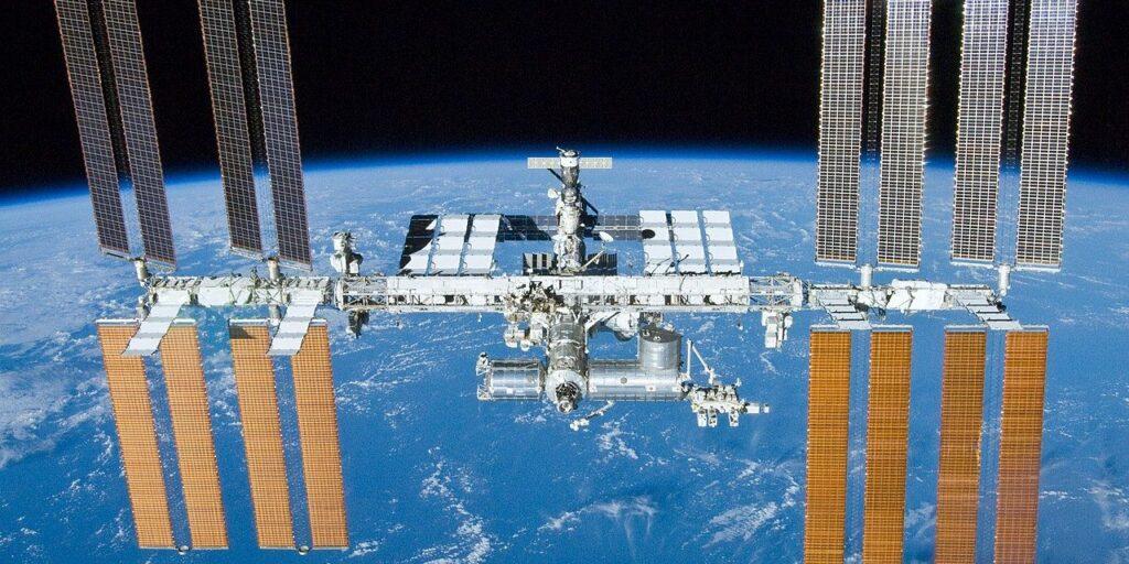 Sostituzione batterie sulla Stazione Spaziale Internazionale
