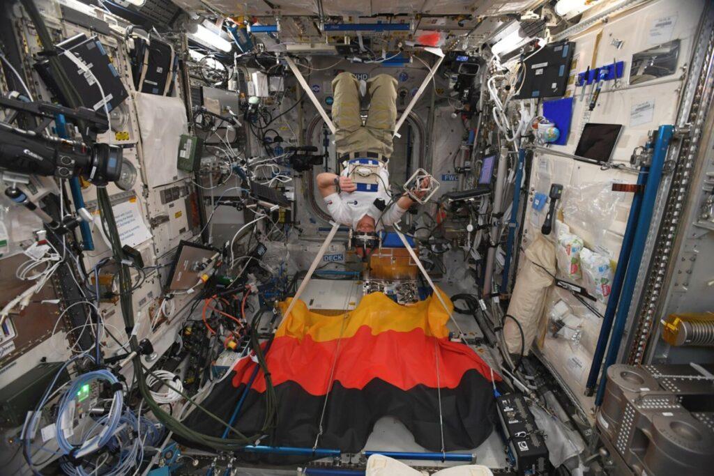 Alexander Gerst durante una sessione del GRASP, uno degli esperimenti scientifici condotti a bordo della ISS. Crediti: ESA.
