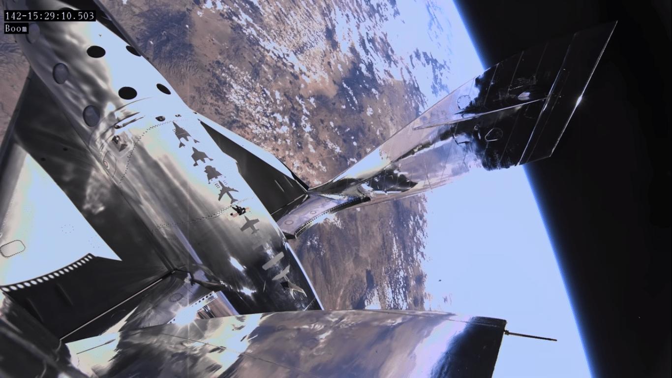 La Virgin SpaceShip raggiunge l'apogeo durante il test di volo del 22 Maggio. Crediti: Virgin Galactic.