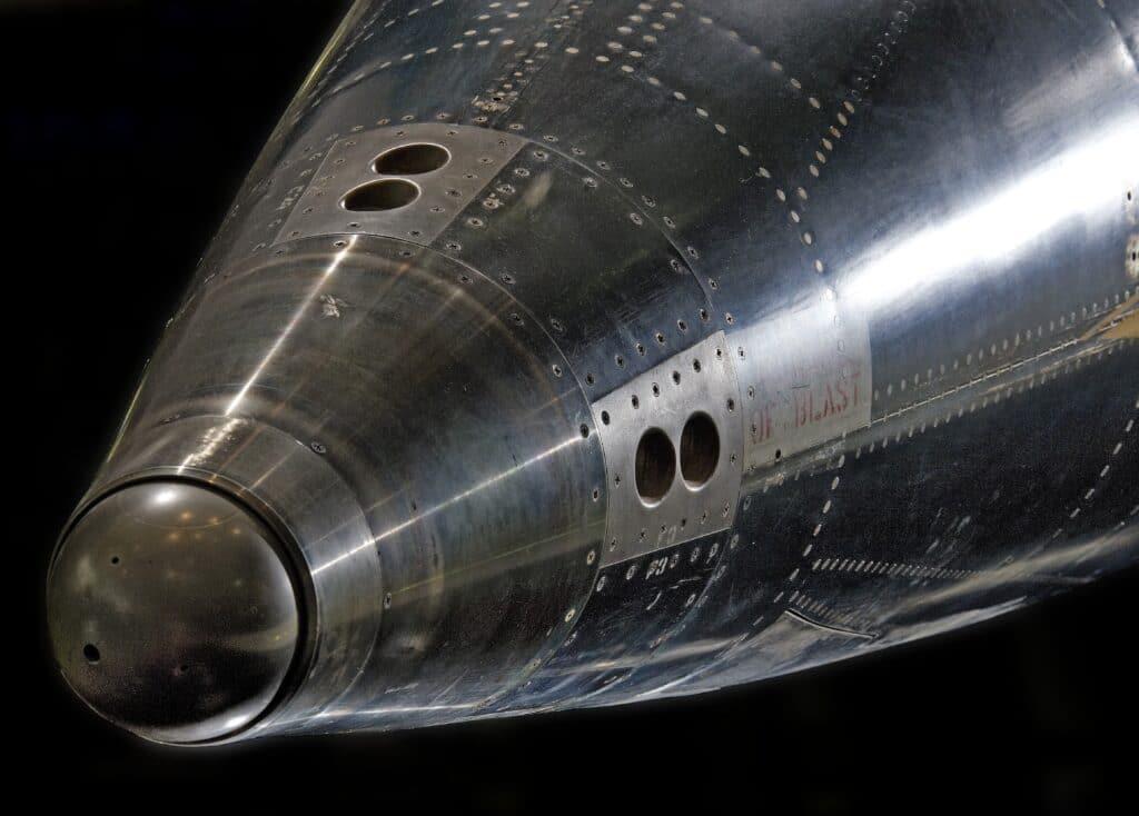 Vista frontale del naso del North American X-15 mostrando in dettaglio la presenza del corpo smussato (il cosidetto blunt body) utile in termini aerodinamici, contrariamente a quanto si pensava in quel periodo storico. Crediti: Smithsonian NASM.