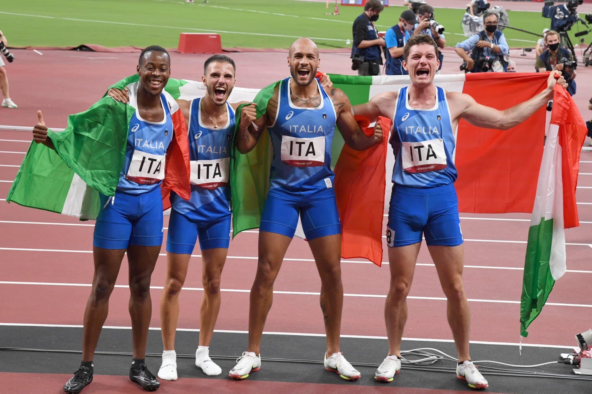 I quattro corridori italiani festeggiano l'oro Olimpico a Tokyo 2020. Crediti: Alfredo Falcone - LaPresse